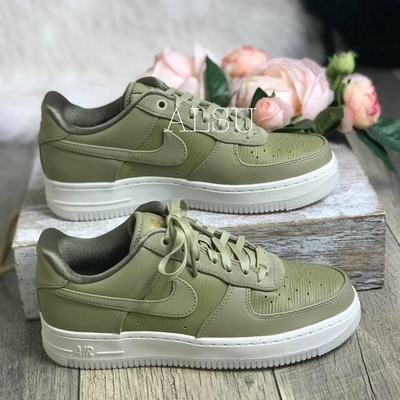 Nike Air Force 1</div>             </div>   </div>       </div>     <div class=